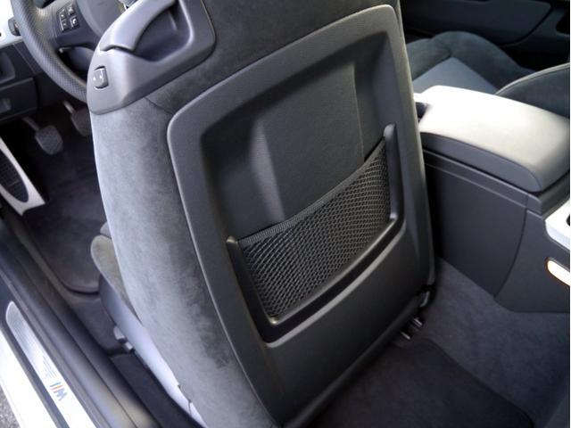 前席シート裏も綺麗なコンディションとなります。