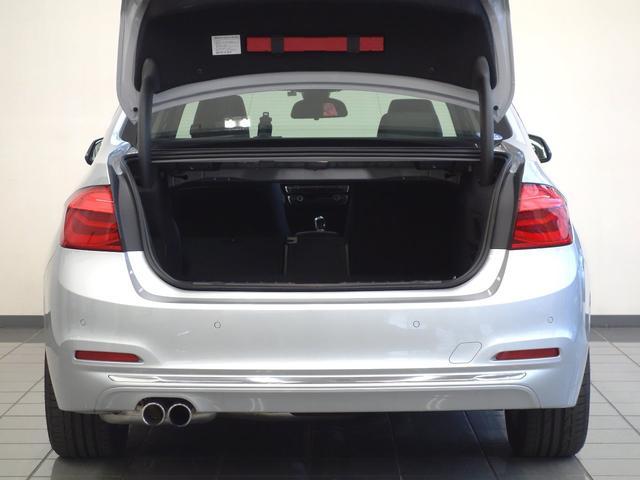 BMW BMW 330eラグジュアリーアイパフォーマンス ブラックレザー