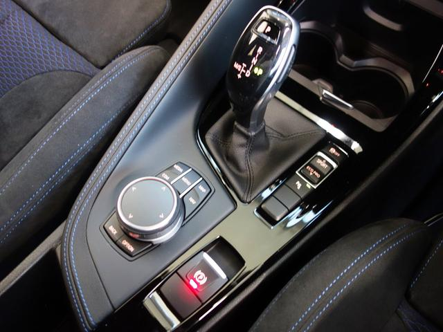 7速DCTと I ドライブコントローラー、モニターの操作はこのコントローラーで行いナビやラジオ、車両状況の把握や点検時期の把握までいろいろなことができます。