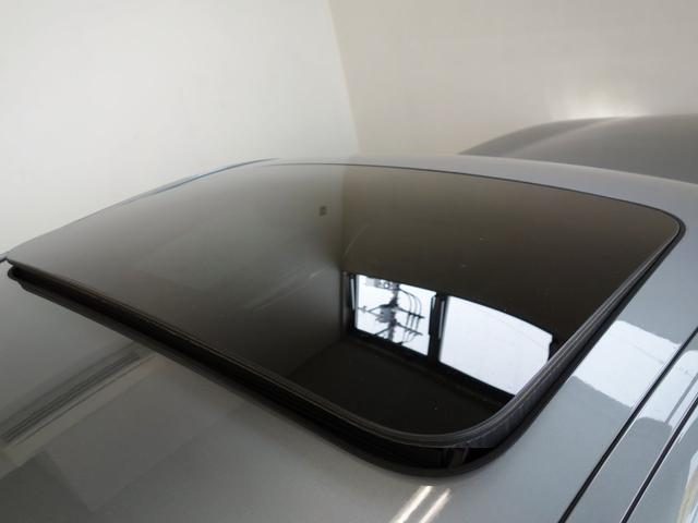 ガラスサンルーフは室内に明るさと解放感をもたらします。