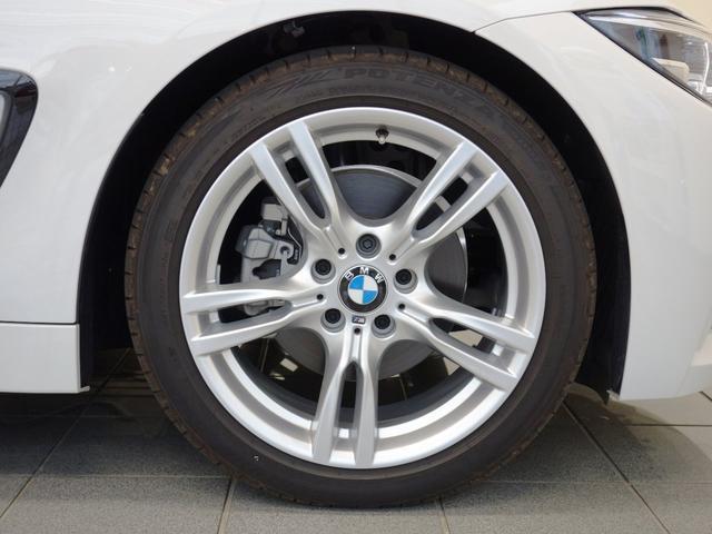 純正アルミホイールは、足周りの軽量化、ブレーキの冷却にも大変優れ、気持ちの良いクルージングを演出してくれます。