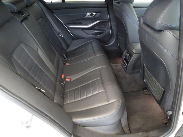 320d xDrive Mスポーツ ブラックレザー デビューPkg イノベーションPkg コンフォートアクセス BMWレザーライト リヤビューカメラ アクテイブクルーズコントロール ヘッドアップディスプレー パーキングアシストプラス(5枚目)