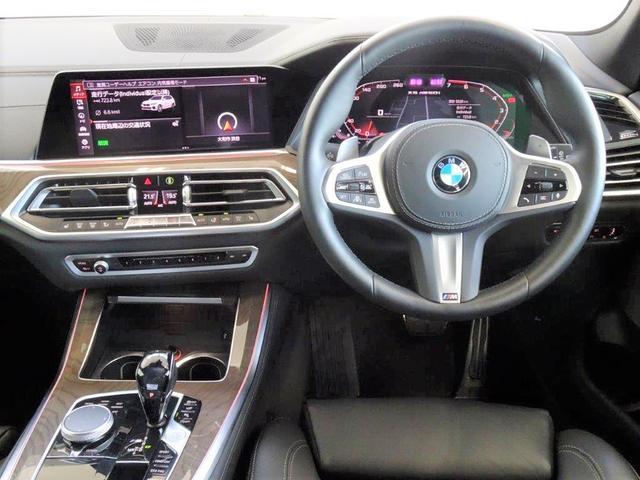 M50i ブラックレザー プラスパッケージ BMWディスプレイキー ソフトクローズドア 4ゾーンエアコンディショナー リヤビューカメラ パーキングアシストプラス ハイビームアシスタント ヘッドアップディスプレー(2枚目)