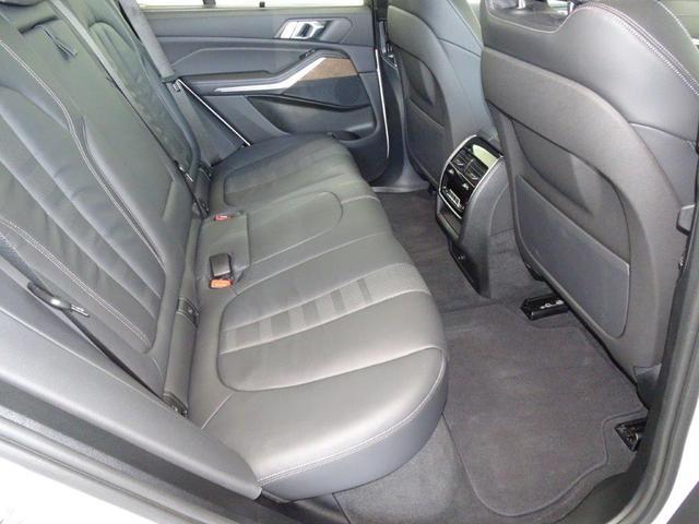 M50i ブラックレザー プラスパッケージ BMWディスプレイキー ソフトクローズドア 4ゾーンエアコンディショナー リヤビューカメラ パーキングアシストプラス ハイビームアシスタント ヘッドアップディスプレー(5枚目)