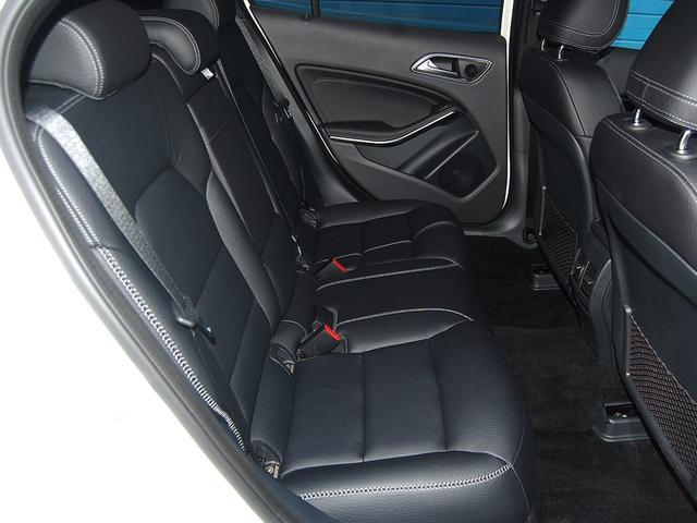 メルセデス・ベンツ M・ベンツ GLA220 4マチック 特別仕様 レーダーP 本革 ナビ付