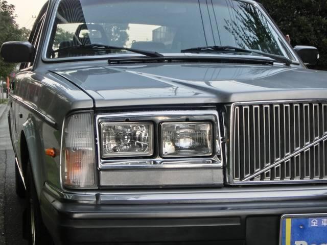 ボルボ ボルボ 240 GLT 左ハンドル 角目四灯 メッキモール仕様