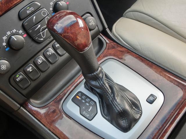ボルボ ボルボ XC90 V8