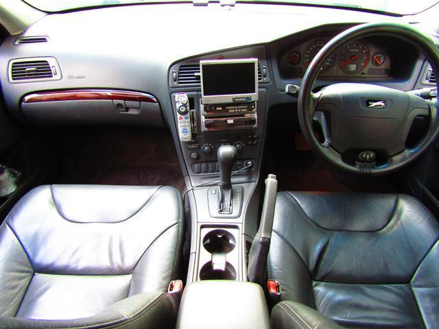 ボルボ ボルボ V70 2.4 当店買取車 BBSホイール ブラック革 サンルーフ
