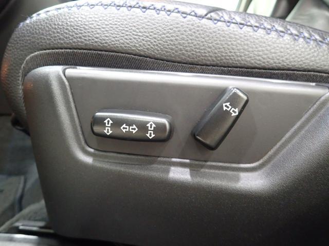 パワーシートで運転中でも安全にシートポジション簡単調整!