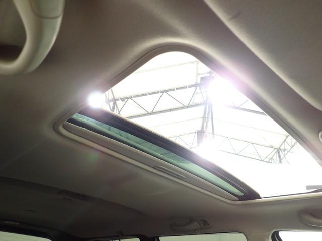 車内の開放感はサンルーフが付いてこそ!