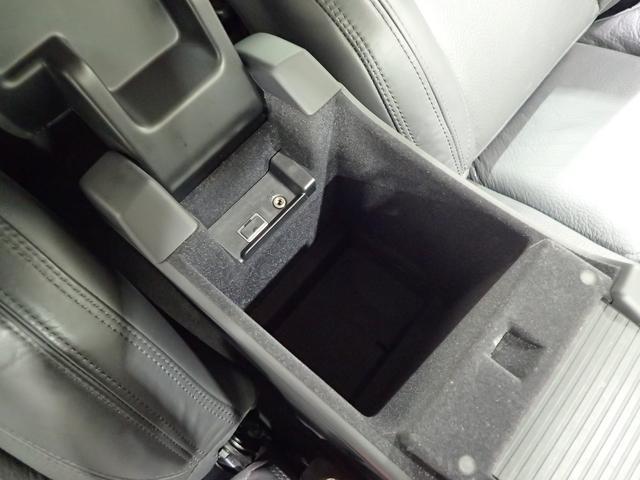 車内をすっきりさせるには、収納スペースが必要ですね!