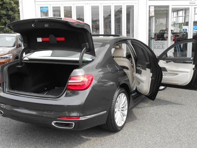 BMW BMW 740i プラスP LEDヘッドL サンルーフ 19アルミ