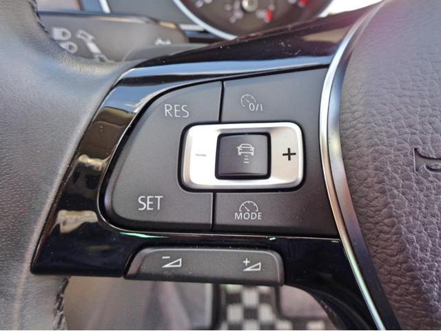 レーンチェンジアシストは後方死角に車がいるとミラー内側のランプがオレンジ色に点灯し注意を促します。その際に方向指示器を出し、車線変更しようとするとステアリング補正が入ります。