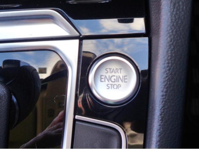 スマート&スタートシステムで煩わしい鍵を回す操作がなくスタート・ストップボタンの操作のみでエンジンの始動・停止ができます。
