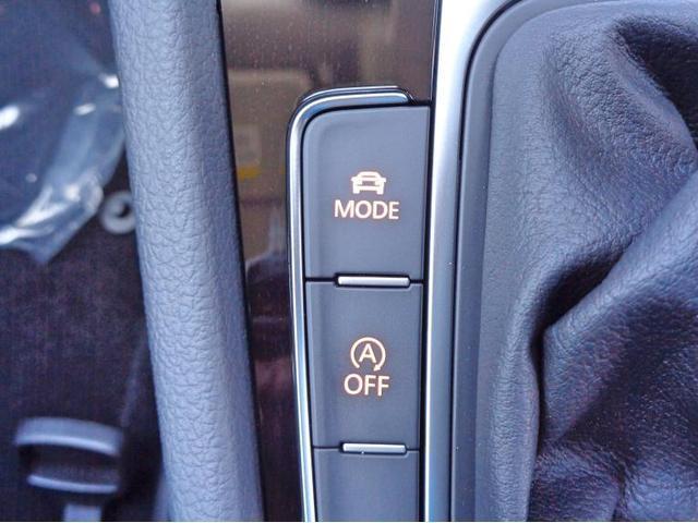 任意でアイドリングストップ機能をoffにすることができます。MODEボタンを押すとエコモード、ノーマルモード、スポーツモードなど、車の特性を変化させることができます。
