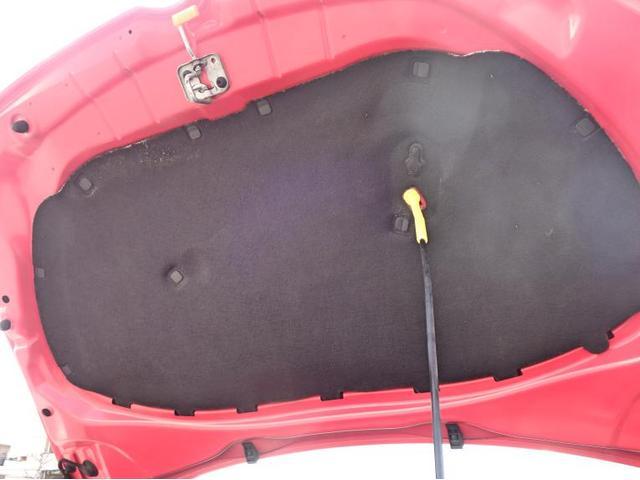 ボンネットインシュレーターはエンジンノイズの遮音をしています