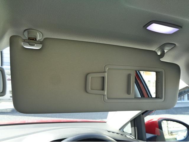 シート下にも収納ボックスが備わっております。