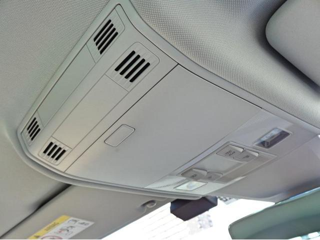 運転席には、ニーエアバック装備