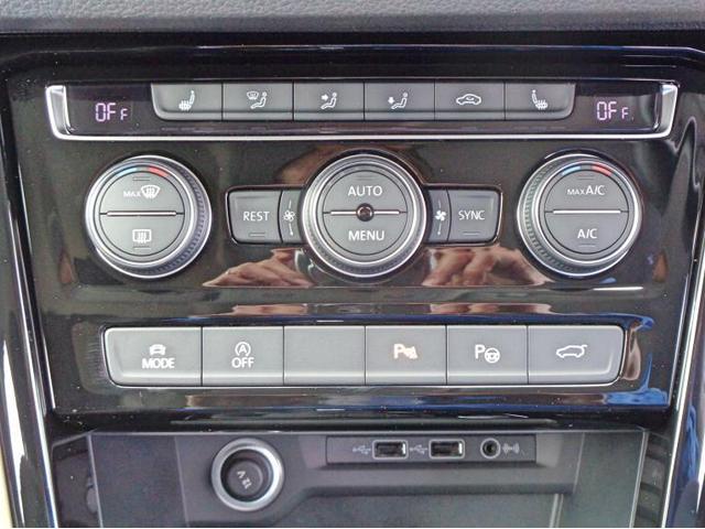 運転席、助手席のエアコンの温度を独立で設定可能です。