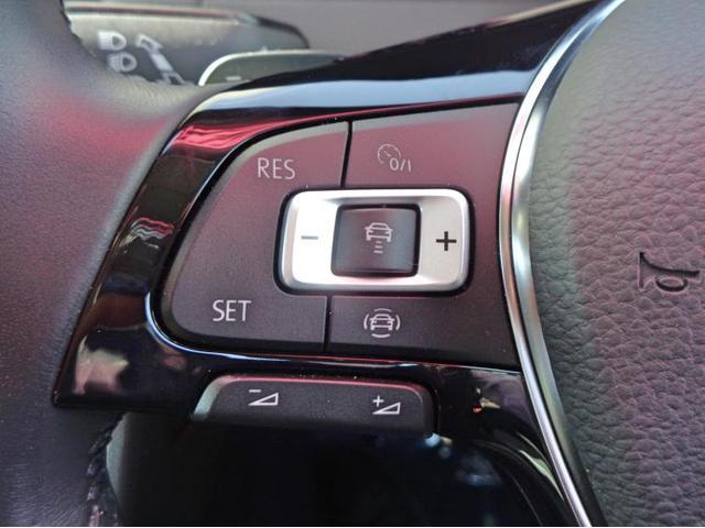 前車追従式アダプティブクルーズコントロールです。ステアリング左側のボタンで設定可能です。