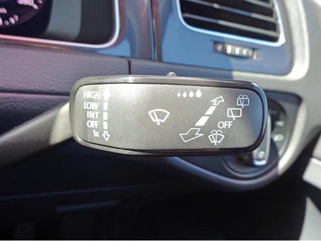 オートワイパーを装備。車速や雨量によって自動でスピードをコントロールしてくれます