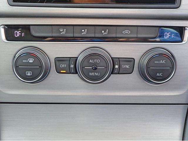 運転席、助手席の温度を独立で設定できる2ゾーンフルオートエアコンです