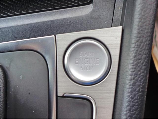 ボタン一つでエンジン始動が可能なスマートエントリー&スタートシステムを搭載。