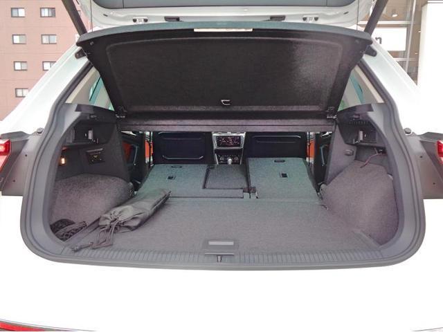 後席を全て倒すと1655Lもの広いラゲージスペースを作り出すことができます。