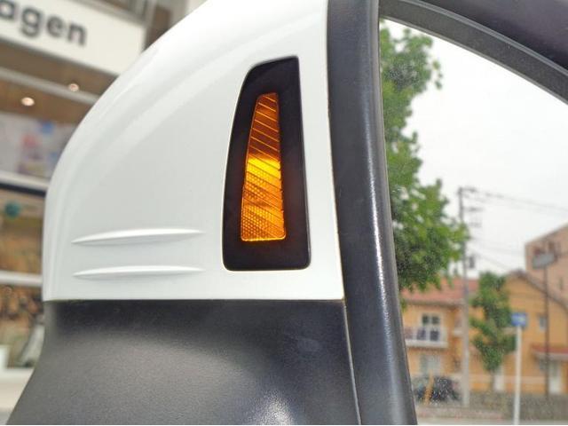 ドアミラーには死角となる場所に追従車がいる際にランプ点灯で知らせてくれます。