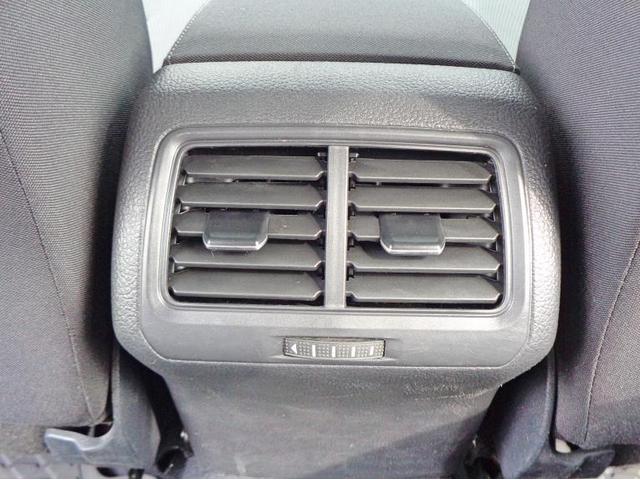 後席用のエアコン吹き出し口があり、快適です。