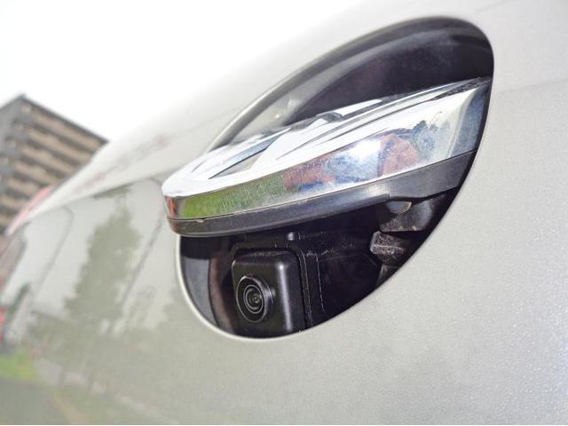 エンブレムタイプのリヤビューカメラは雨のしずくやほこりが付きにくく、常に良好な視界を保ちます。