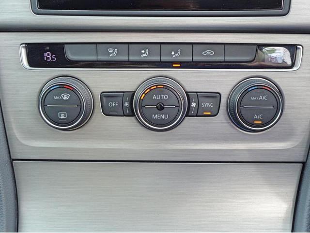 運転席、助手席の温度を独立で設定できる2ゾーンフルオートエアコンです。
