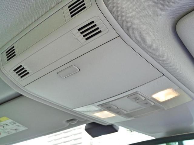 上部にはサングラスホルダーとハンズフリー通話の為のマイクが内蔵されております