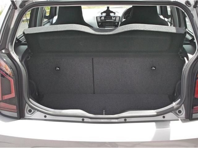 ラゲージスペースの容量は251Lです。後席を倒すと959Lにスペースを拡大可能です。