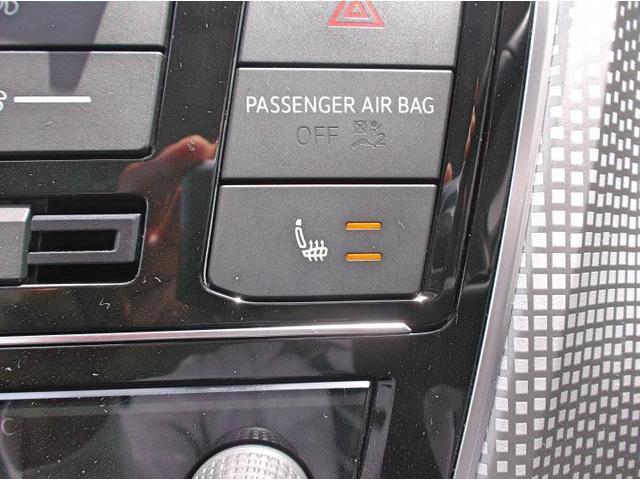 運転席助手席にはシートヒーターが備わっております。温度を2段階で調整可能です。