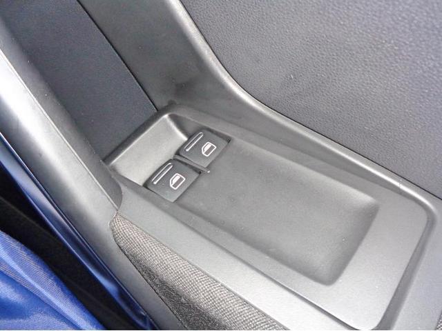 運転席・助手席共にオート機能付きパワーウィンドーとなります。
