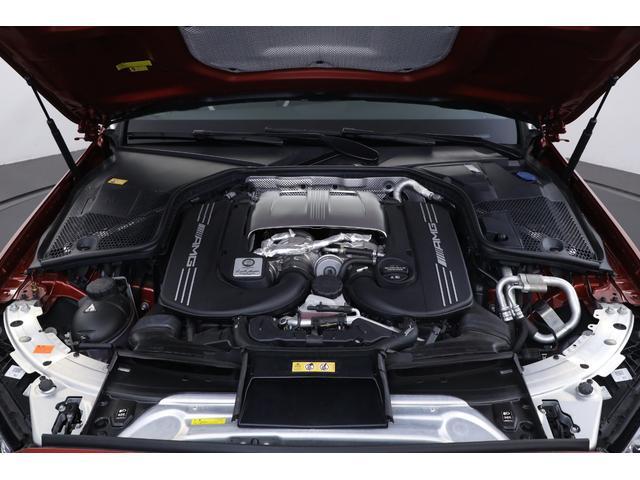 「メルセデスAMG C63 S」の4リッターV8ターボエンジンは、「C63」のそれを34psと50Nm上回る、出力510ps、トルク700Nmを発生します。