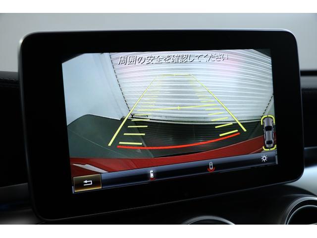 純正HDDナビに地デジやバックカメラも装備されておりますので、安心かつ快適なドライブをお楽しみ頂けます。
