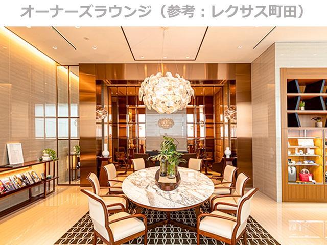 【オーナーズラウンジ】レクサスオーナーの限定特典の一つ、豪華なレクサスオーナーズラウンジ。ホテルのロビーのような落ち着きとスタイリッシュさ溢れる空間です。