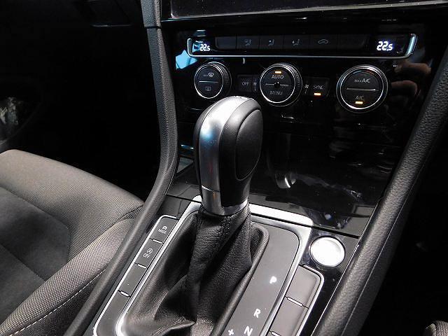フォルクスワーゲン VW ゴルフヴァリアント ハイライン 新車保証 液晶メーター 新色 弊社管理車