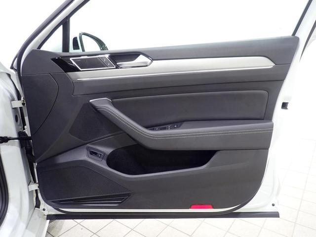 TSI Rライン 1オーナー 純正ナビ フルセグ CD/DVD視聴可能 Bluetooth装備 バックカメラ 追従クルーズコントロール 後方死角検知 専用レザーシート シートヒーター LEDヘッドライト(28枚目)