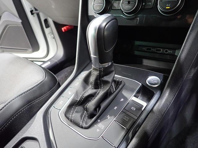 TSI Rライン 認定中古車 ワンオーナー LEDヘッドライト デジタルメーター スマートキー アラウンドビューモニター自動追従機能ACC 純正SDナビ(14枚目)