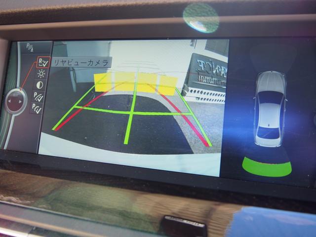 カラーバックモニターにガイドライン、コーナーセンサーと安心のパーキングシステム!