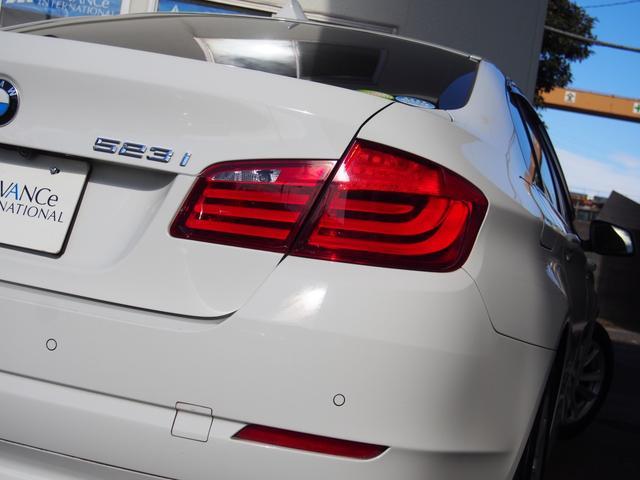 BMW伝統のL字型テールランプも視認性の高いLED採用!