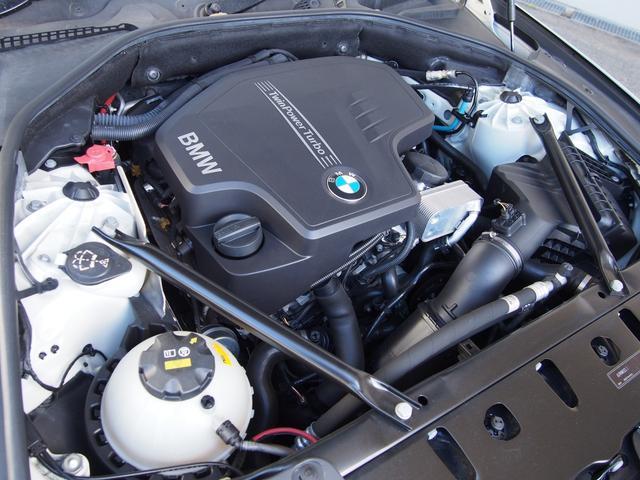 BMWEfficientDynamicsの理念に基づいた技術が採用された後期直噴エンジン搭載!184ps(カタログ値)を叩き出し、燃費性も向上された!ADVANCE東名横浜店にて体感下さい!