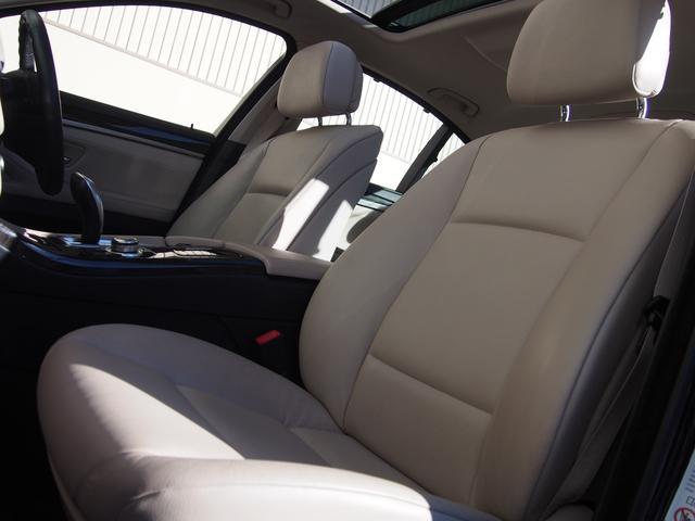 メモリー付きパワーシートにシートヒーター、ランバーサポートと至れりつくせりのFシート!