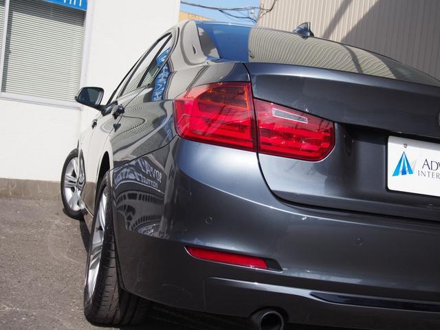 BMW伝統のL字型テールランプがスポーティー!