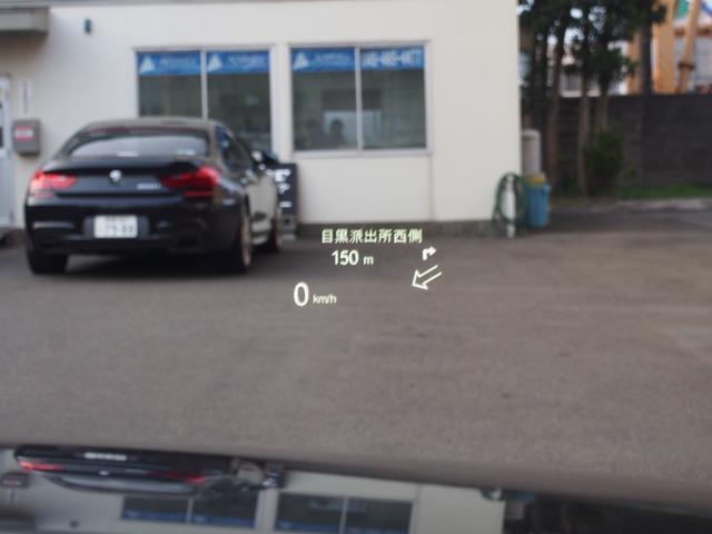 希少人気オプション!ヘッドアップディスプレイを装備!現在の車速やナビインフォメーションの表示が可能!運転に集中しながらも操作ができるのは大きな魅力!