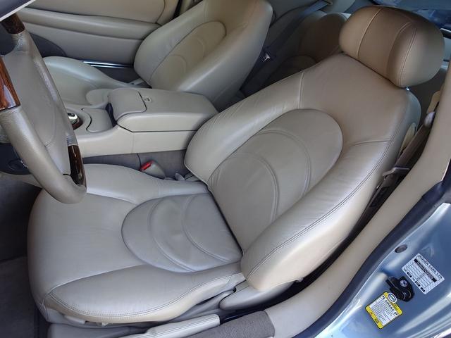 XKR 左ハンドル 04モデル 顧客買取車 ジャガー純正デトロイト20インチ 無償のOPとして純正ヒュドラ18インチ新品タイヤ付きに交換も可能 Rショック交換済 カシミア革 3連メーター化 6速AT(11枚目)