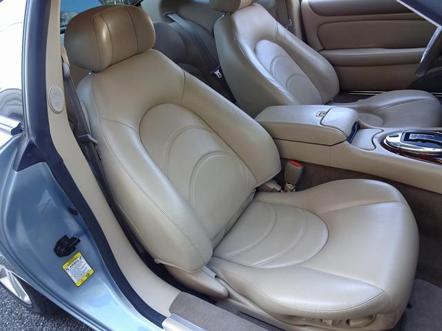 XKR 左ハンドル 04モデル 顧客買取車 ジャガー純正デトロイト20インチ 無償のOPとして純正ヒュドラ18インチ新品タイヤ付きに交換も可能 Rショック交換済 カシミア革 3連メーター化 6速AT(12枚目)